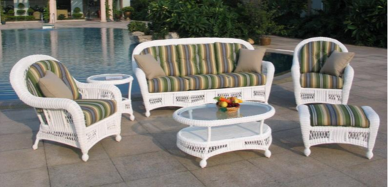 Attract your guest by choosing attractive outdoor furniture